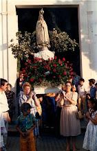 La Virgen portada por mujeres
