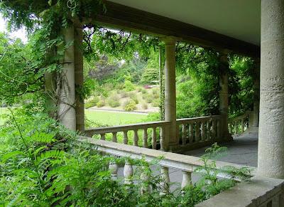 liniile unei gradini romantice