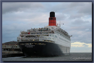 QE2_at_Port_of_Melbourne