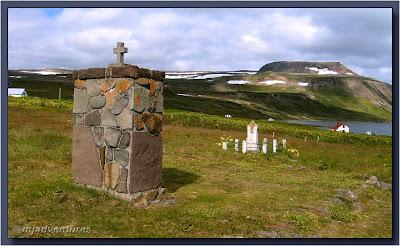 Hesteyri_Church_site