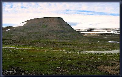 Mountain_behind_Hesteyri