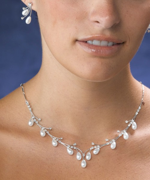 All About Jewelry: Tips For Your Wedding Jewelry Choice