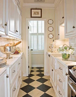 More And More People Are Using Hanging Plates As Their Kitchen Decor Than  Any Other Kind Of Decorations Including Pictures, Shelves, Or Other Designs.