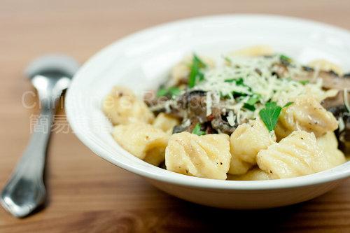 Gnocchi in Creamy Mushroom Sauce03