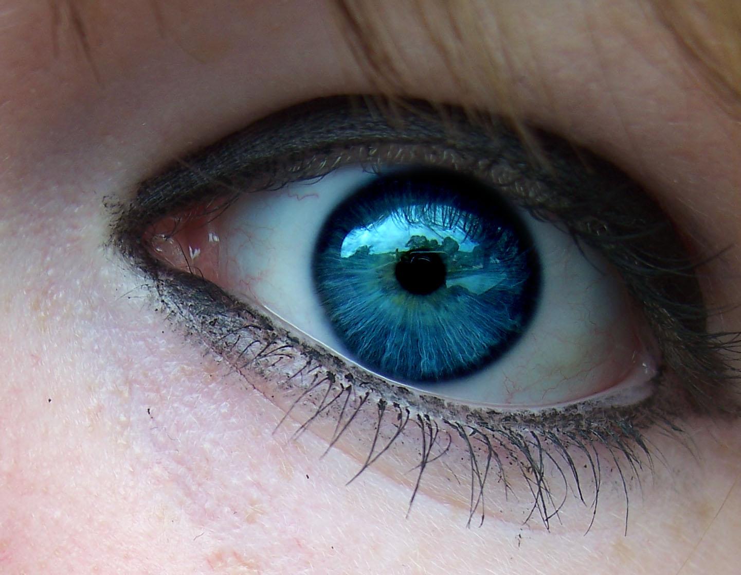 tenia los ojos tan azules que era la envidia de los mares su mirada ...