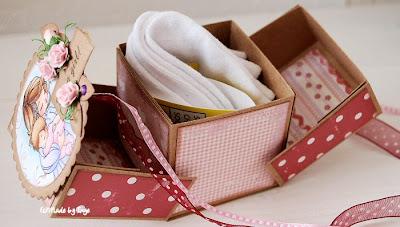 Мастер - класс описывает, как сделать небольшую картонную коробочку-сундучок, предназначение которой...