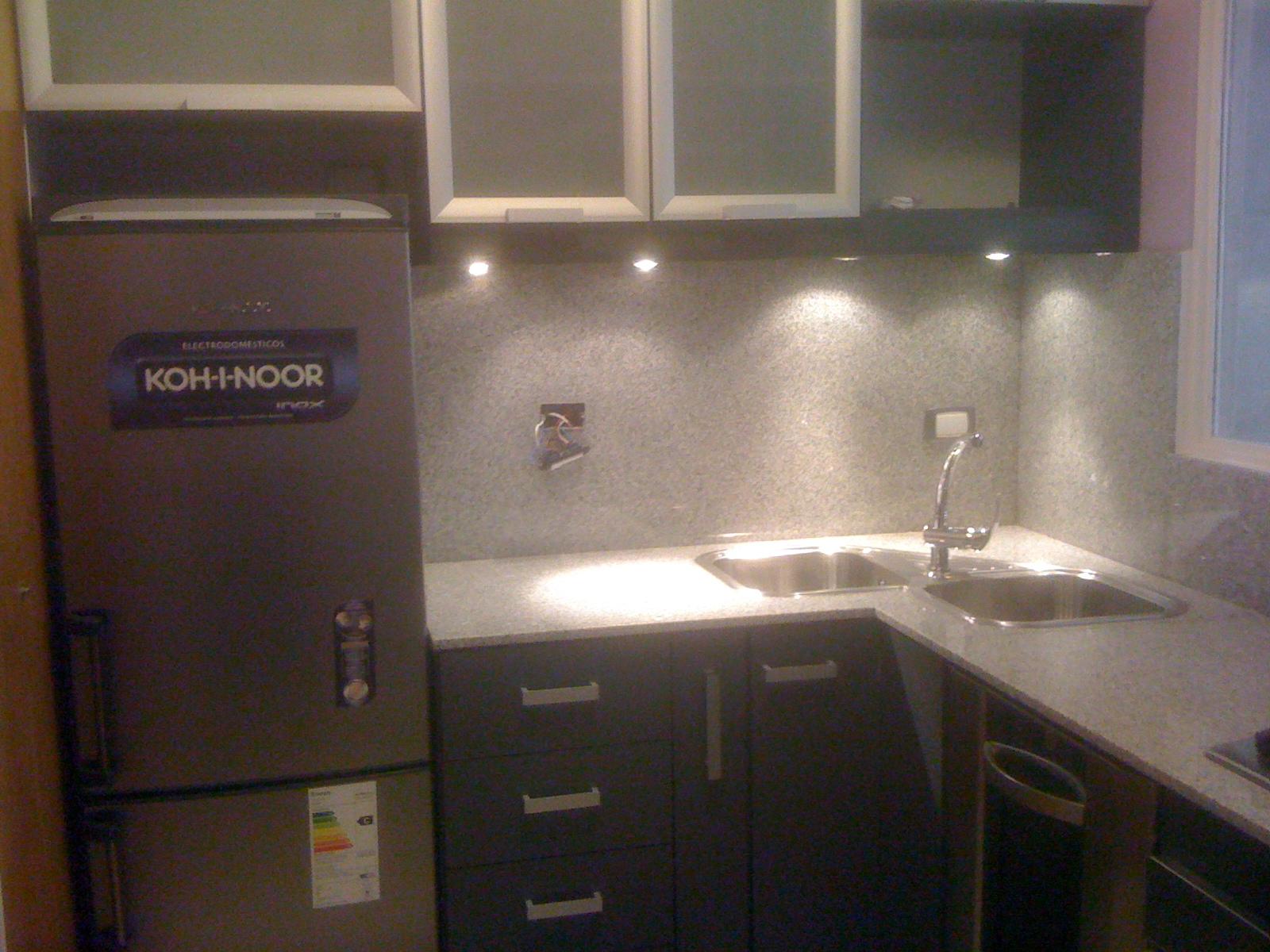 Cocina con puertas de aluminio f c carpinteria - Puertas de aluminio para cocinas ...