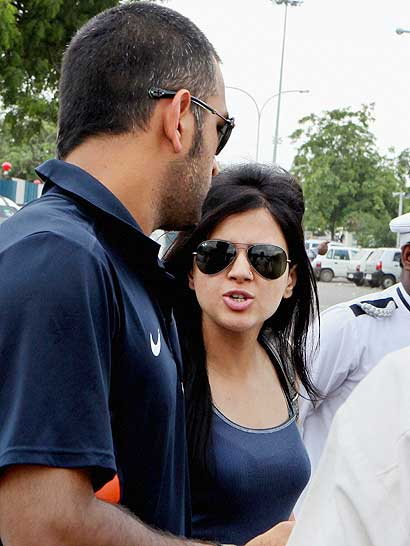 Dhoni with wife latest photos
