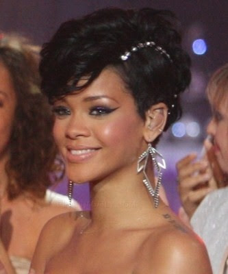 Rihanna Without Makeup On. the award goes to Rihanna.