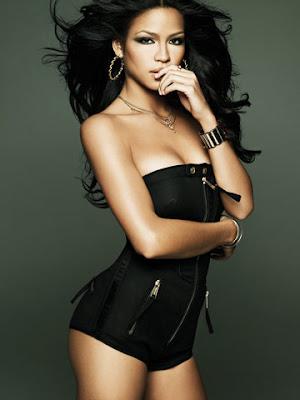cassie R&B Babe Cassie Pulls A Half Britney