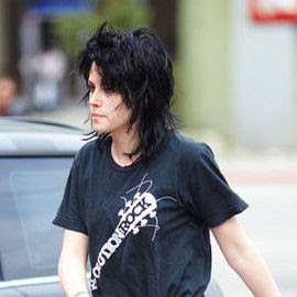 kristen+stewart+dark+hair Kristen Stewart Lets Her Hair Down