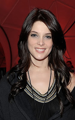 ashley+greene+long+hair What A Difference A Day Makes: Ashley Greene Lets Her Hair Down