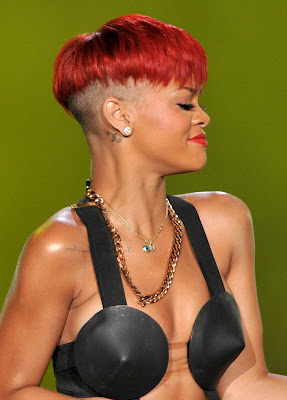 rihanna+red+hair+10 Rihanna Has Red Hair!