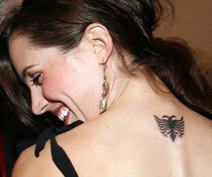 Tatuaggi in Albania: gli albanesi preferiscono il simbolo della bandiera