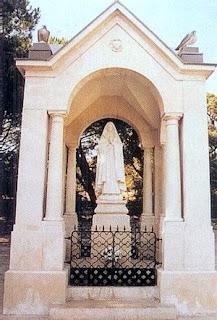 * Capelinha dos Valinhos (Aljustrel-Fátima), onde Nossa Senhora apareceu aos Pastorinhos, a 19 de Agosto de 1917...