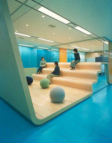 Office interior design shinagawa tokyo beacon for Best office design in the world