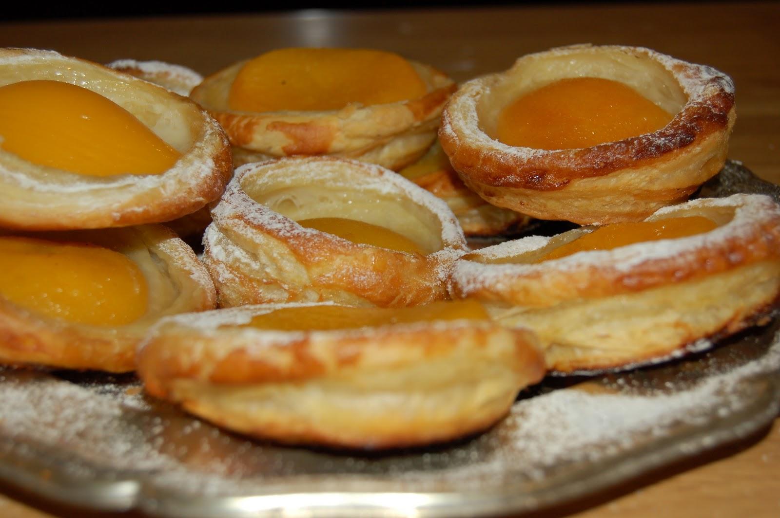 Virtuvės Fėjos: Sluoksniuotos tešlos pyragaičiai su persikais