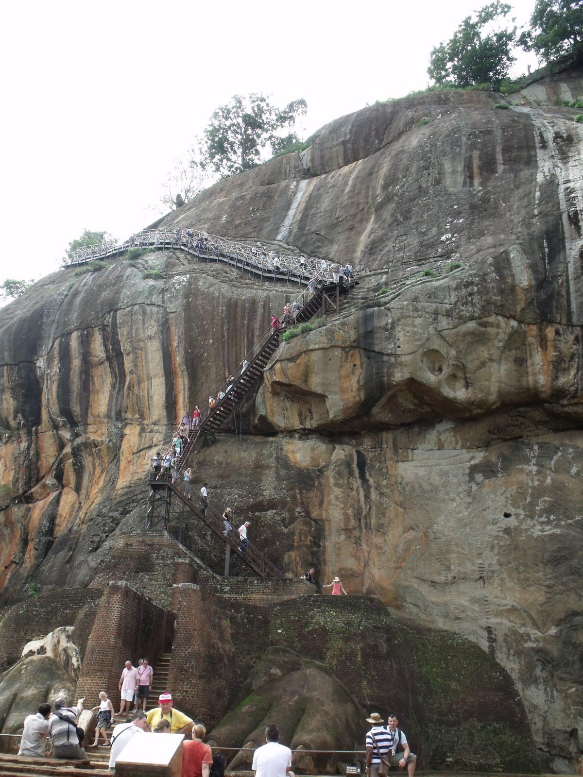 Kathy en noel in sri lanka en malediven 2010 op zoek naar de wolkenmeisjes - Trappen rots ...