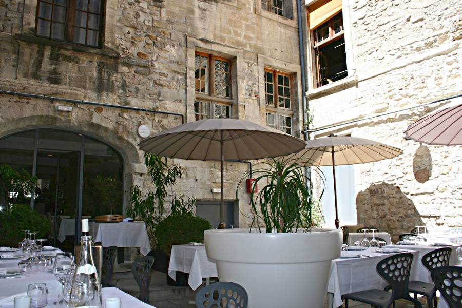 courtyard restaurant