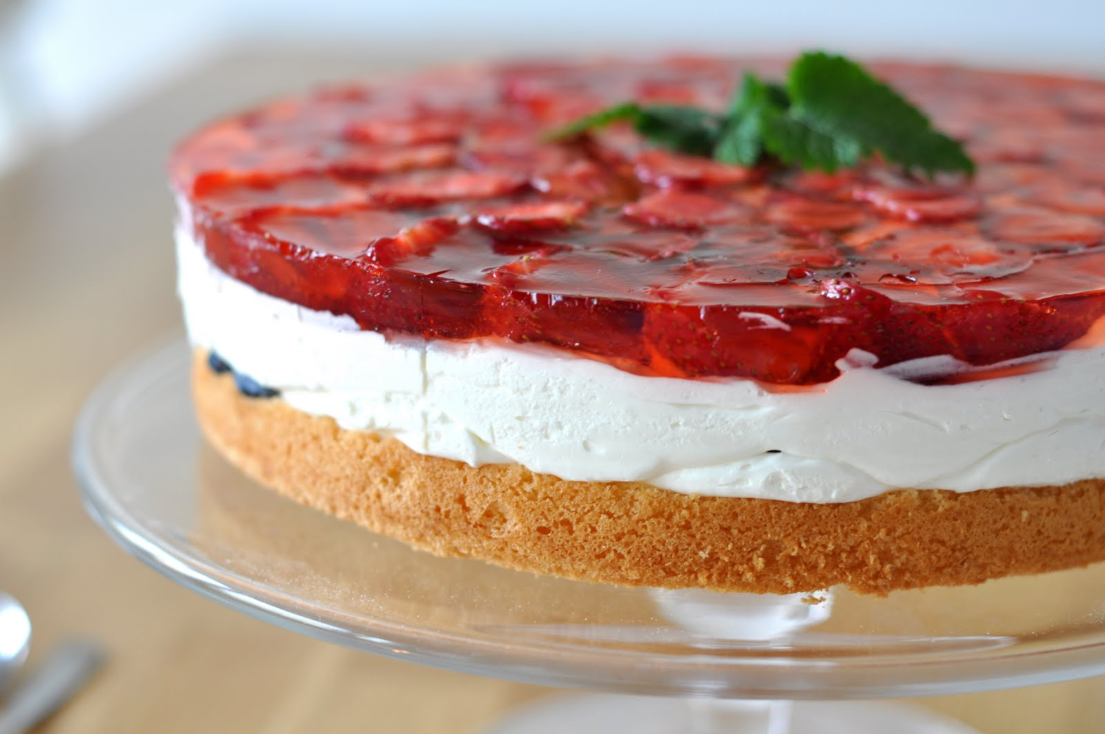 agata's kitchen: Strawberry cream layer cake