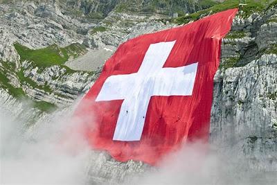 """Muslim Swiss Menentang Wacana Perubahan Bendera Swiss """"Tanpa Lambang Salib"""""""