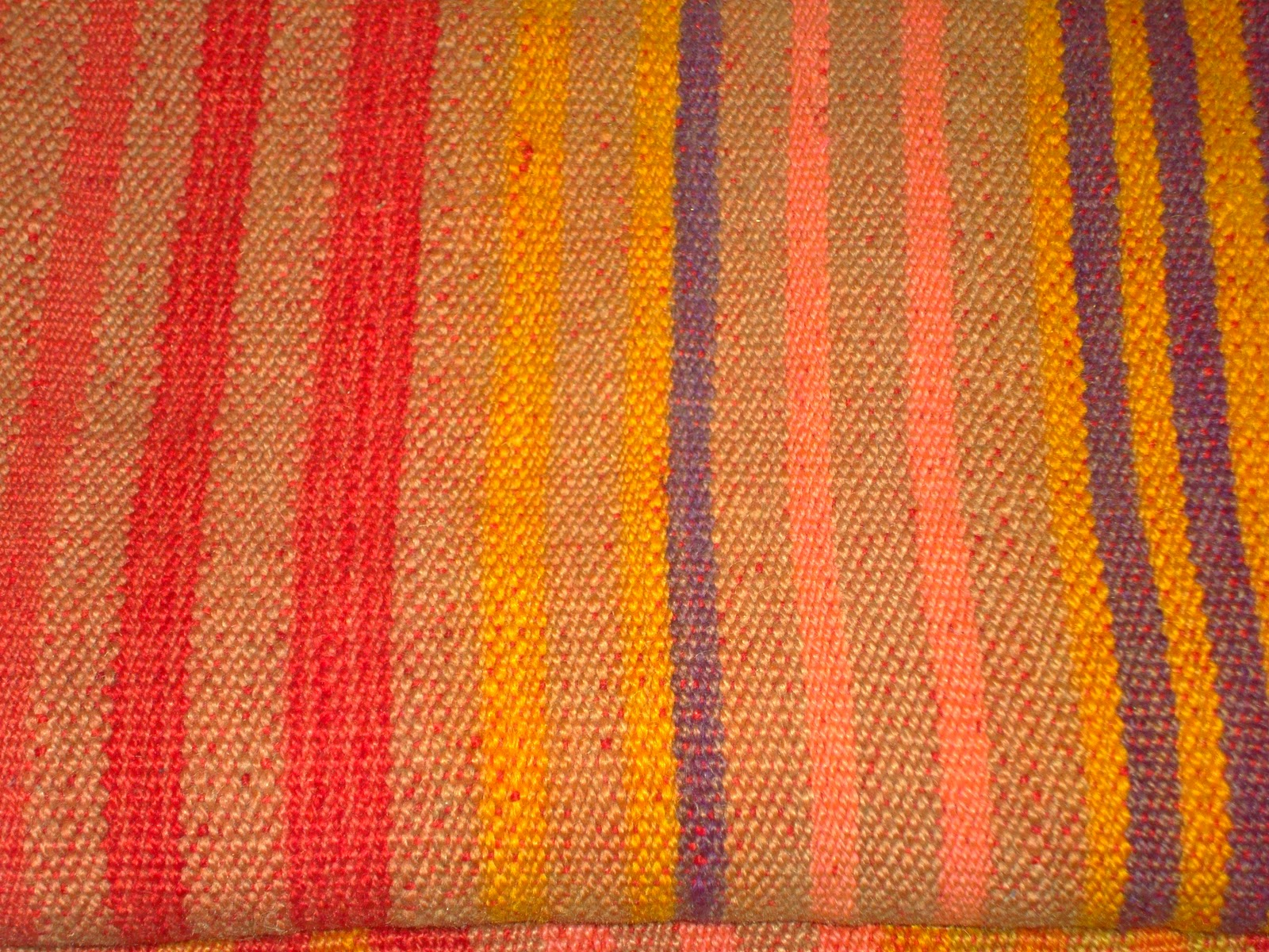 Manos de autor artesan as nativas tejidos en telar y alfombras de cuero vacuno - Alfombra oveja ...