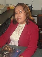 JEFA DE LA BIBLIOTECA DE ECONOMÍA IDANIA FERNANDEZ