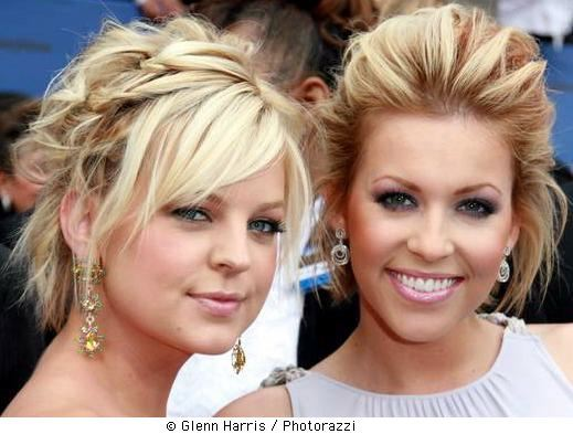 Its most popular types include the updo hairstyle, long layered,