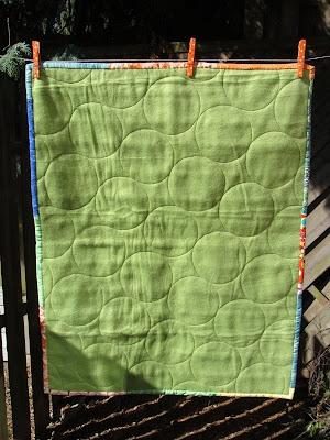achterkant baby dekentje voor de babywagen
