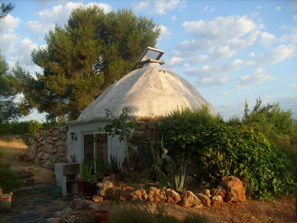 the earthship style hut