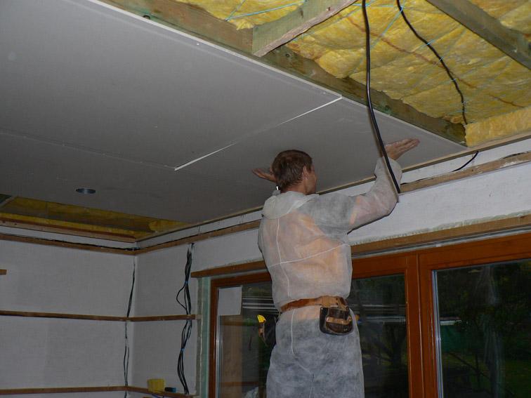 Sádrokartonový strop svépomocí