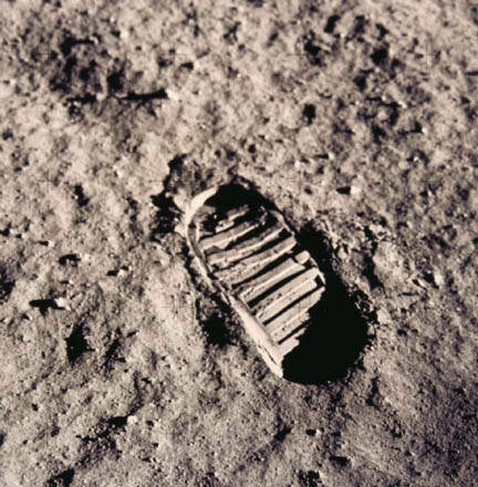 [Image: Neil_Armstrong_Footprint.jpg]