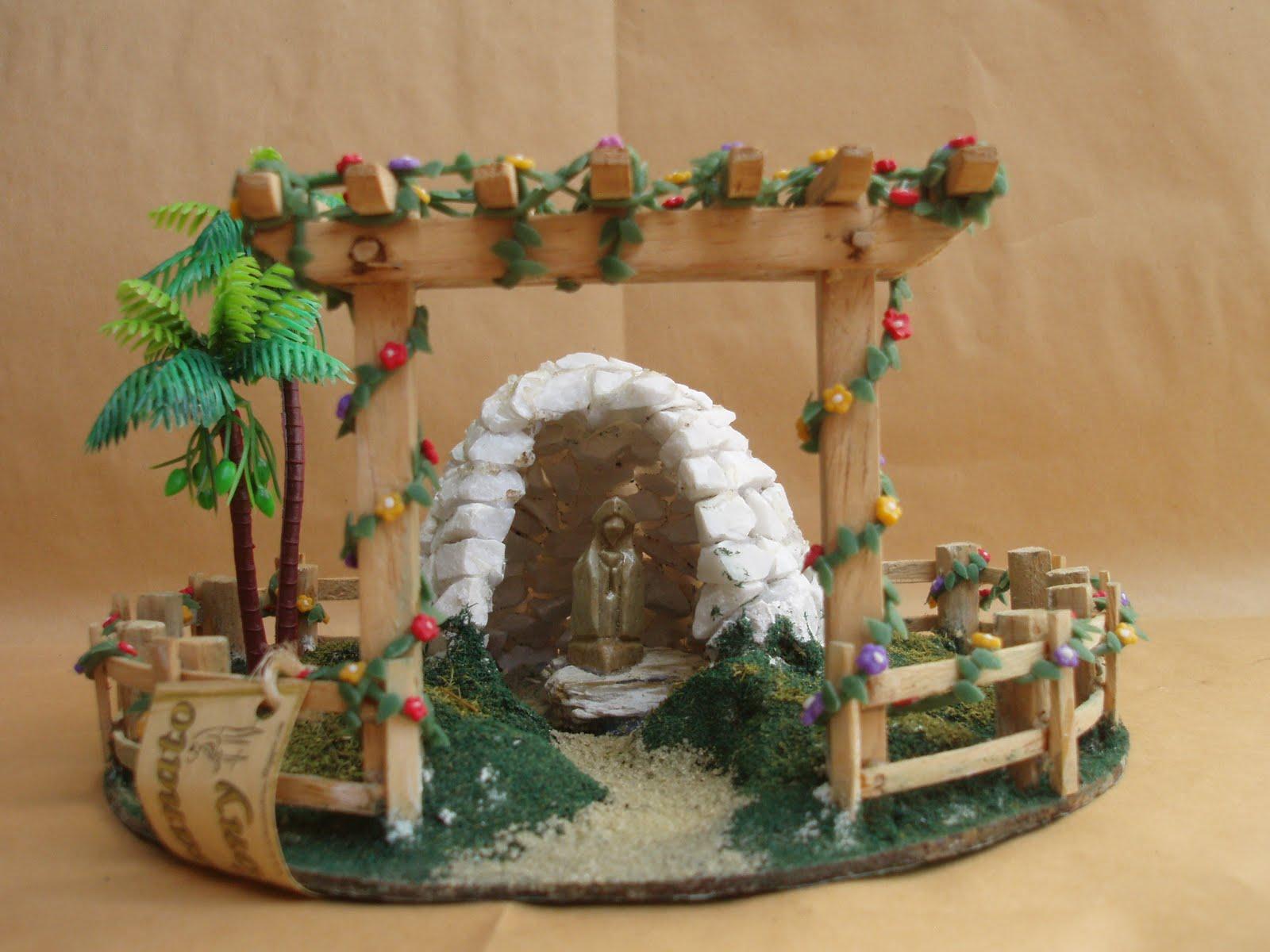 gruta de pedra para jardim:Gruta de Pedra Branca Modelo numero II Com Santa em Pedra Vinda de