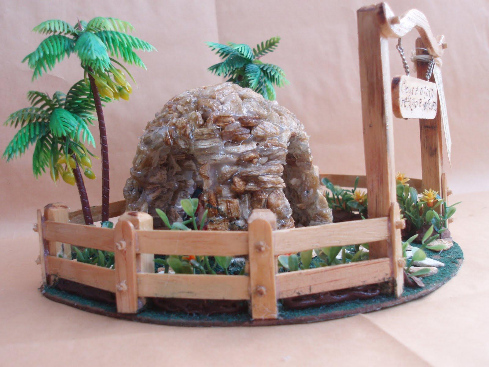 gruta de pedra para jardim:Gruta de Pedra com Tres Portais e com Imagem da Sagrada Familia