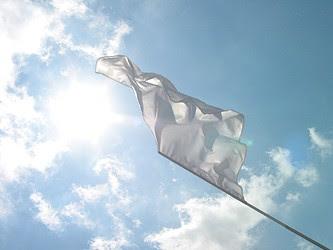 http://3.bp.blogspot.com/_VMxItwNrN0E/S5kjRenG2WI/AAAAAAAAFdc/2zT01srop_U/s320/bandiera_bianca_9.jpg