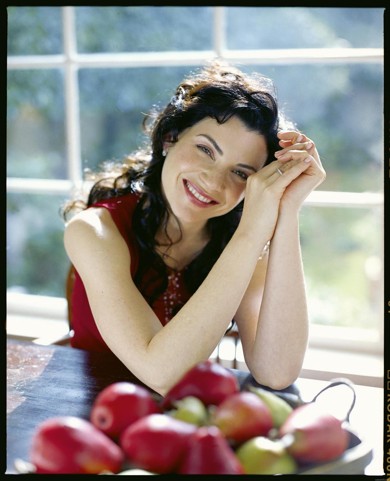 http://3.bp.blogspot.com/_VSTMcSdB3rA/TSKBi1LPWlI/AAAAAAAAA4A/FgWJNlgs0R4/s1600/10856_Julianna_Margulies_04_122_363lo.jpg