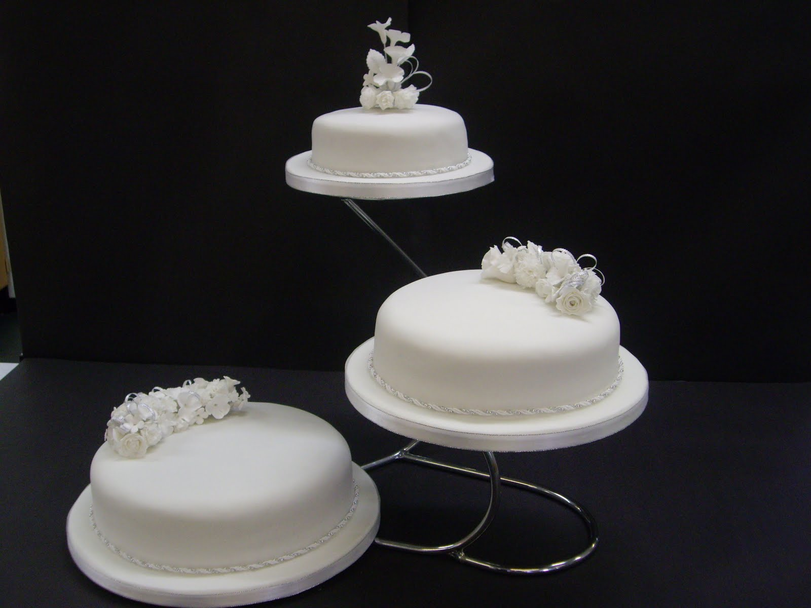 Simple 3 Tier Wedding Cakes submited images