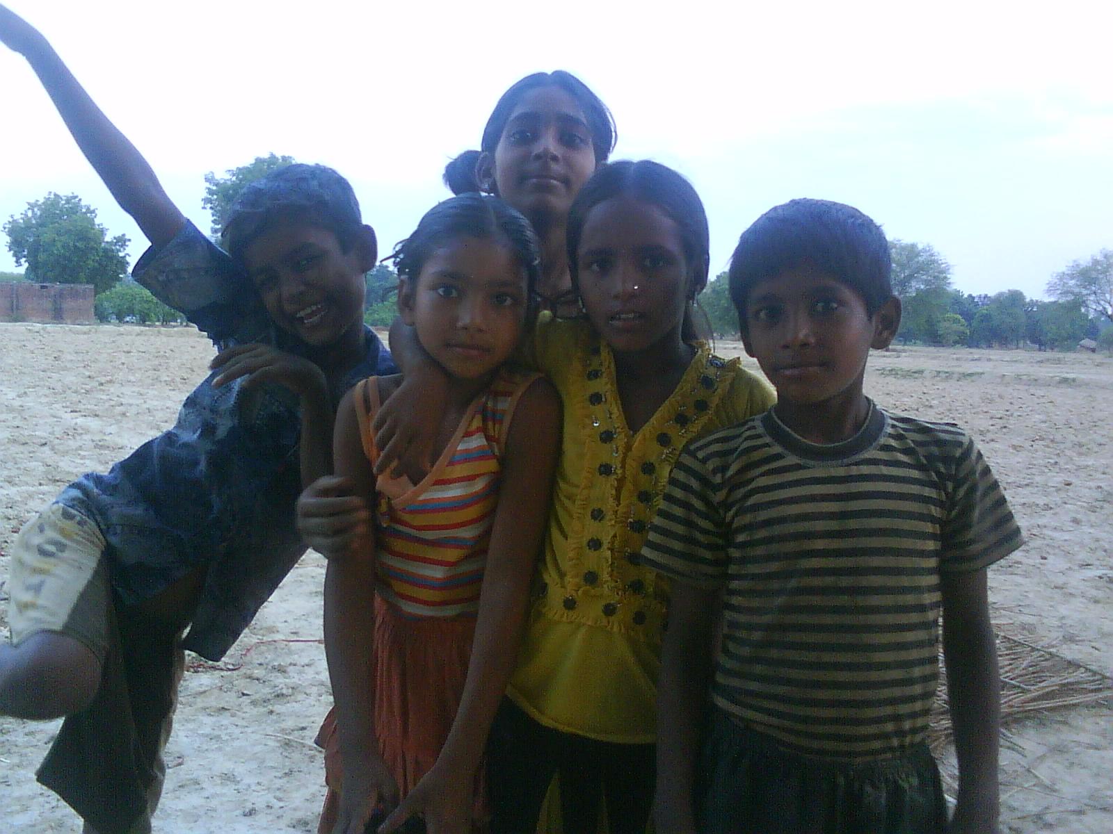 http://3.bp.blogspot.com/_VYvw8pXfQtQ/TELIN427NII/AAAAAAAAAM4/OZT7xqe1l7I/s1600/Indian+Children.JPG