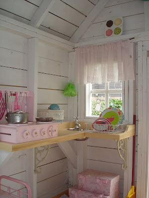 Restyled Home: A pretty, little playhouse!!