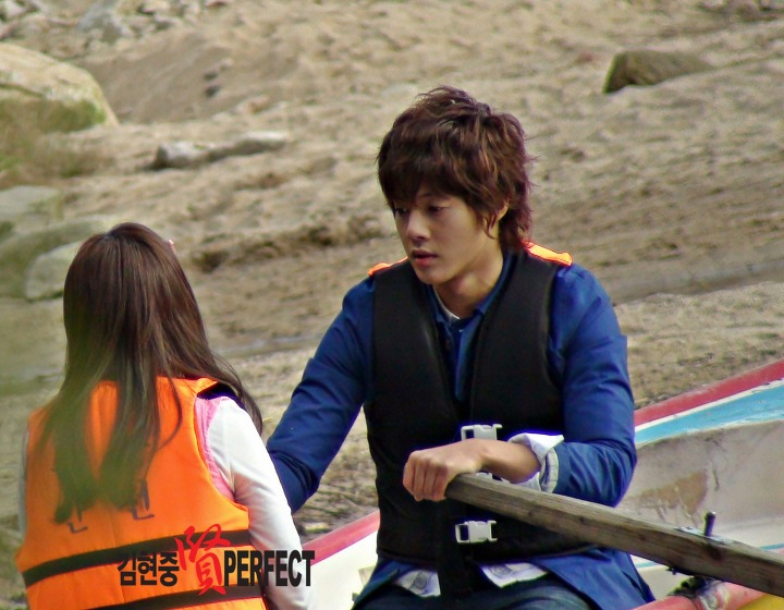Kim Hyun Joong and Jung So Min Filming at Lake