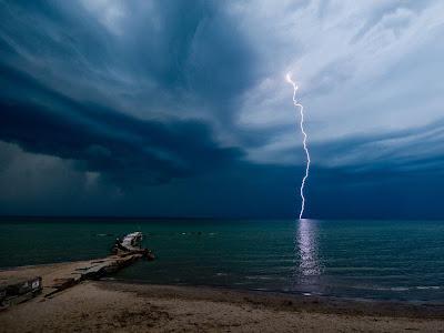 Lightning at Huntington Beach Ohio