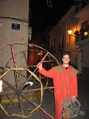 Iván amb la Sènia que va traure eixa nit al correfoc