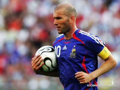 Zinedine Zidane Took a Ball
