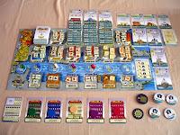 /></a>Ve  hře budete kromě obchodování také kupovat a stavět budovy či lodě.  Pomohou vám s tím přístavní dělníci, ale i ostatní hráči, pokud využijí  vaši budovu. Každý hráč buduje své obchodní impérium. Uspěje ten, kdo  dokáže lépe naplánovat svou