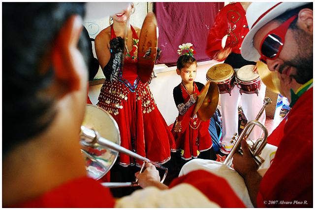 CHINCHINTIRAPIE.   Carnvales culturales Valparaiso 2007
