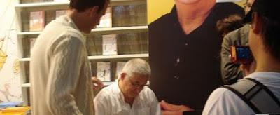 Adrián Paenza firma