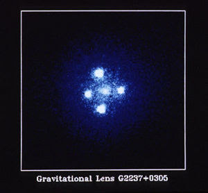 QSO 2237+0305 por Hubble
