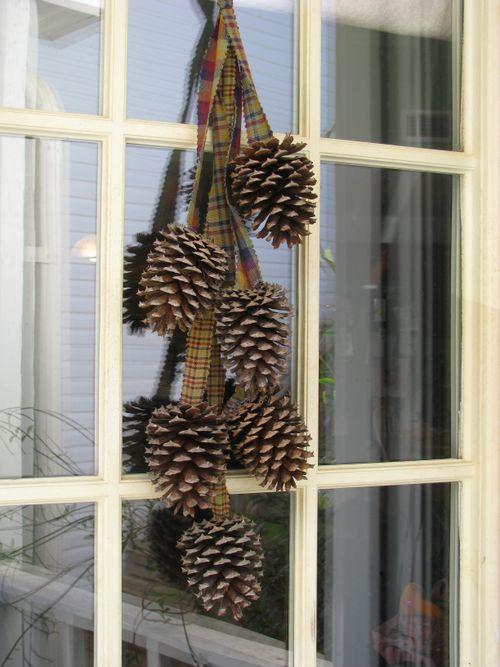 Gonna stuff a chicken winter wonderland ideas for Pine cone door decoration