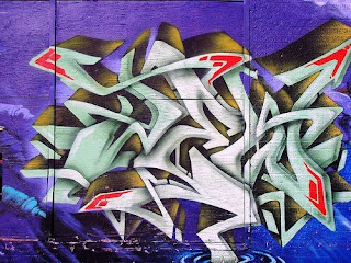 blue white graffiti alphabet letters arrow,graffiti alphabet letter,graffiti arrow