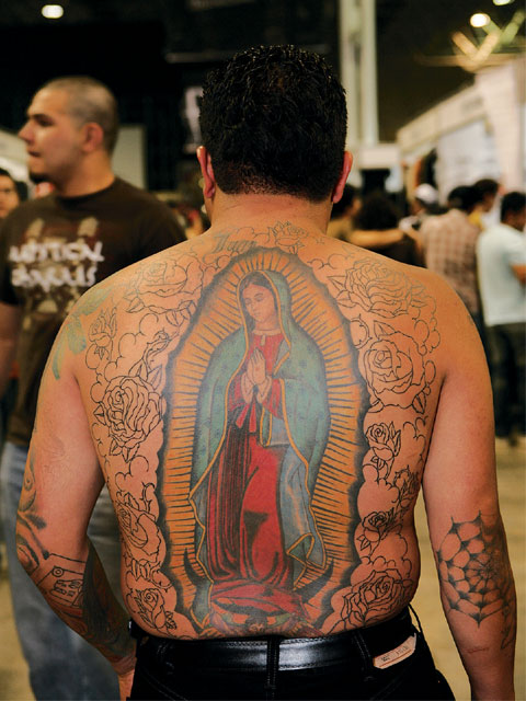 Soleil y Su Tattoo de la Mary Virgen Filed under Back of the neck,